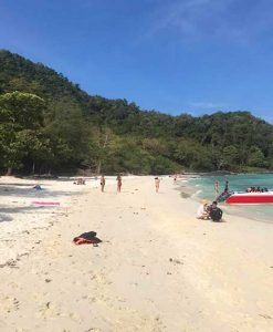 Maiton and Raya and Coral Islands tour