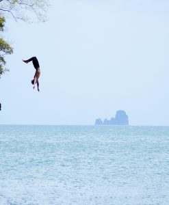 rock-climbing-at-railay-beach-2